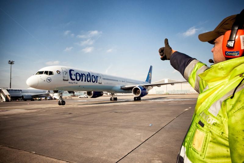 Miss-Germany-Kandidatinnen fliegen nach Fuerteventura  --->  Aufgenommen am Flughafen Frankfurt, 26.01.2012, von Christian Christes (FNP)