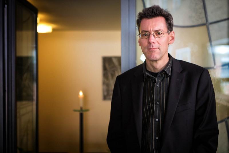 Pfarrer Metzner von der kath.Trauerseelsorge --- > Aufgenommen am 13. November 2012,  in der Kapelle von St. Michael, Butzbacher Straße 45, Frankfurt am Main, Bornheim, von Christian Christes (FNP)