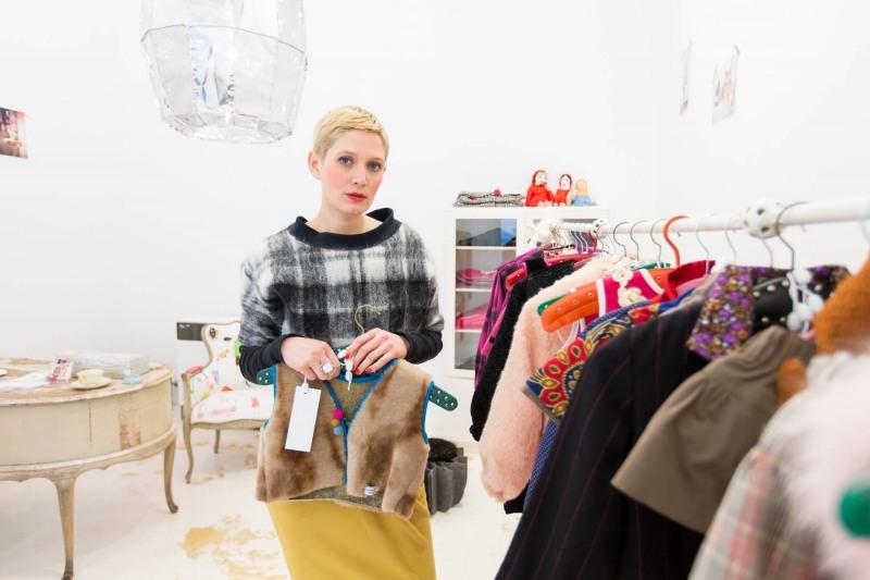 Die französische Designerin Julie Cordier (34) in Ihrem Showroom für Kindermoden ---> Aufgenommen am 28. Januar 2013 in der Gutzkowstr. 24, Frankfurt am Main, Sachsenhausen, von Christian Christes >> Veröffentlichung nur gegen Honorar zzgl. MwSt, Tel: 0163 510 26 21, Mail: foto@wellenwerk.de