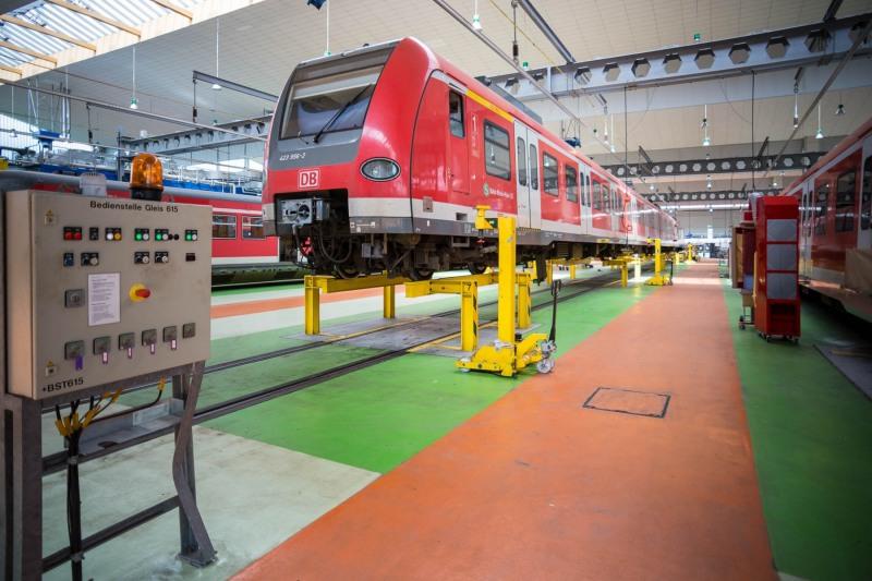 DB Regio Hessen stellt modernisiertes Fahrzeug für die S-Bahn Rhein-Main vor ---> Aufgenommen am 30. Juli 2013, in der ET-Werkstatt, Mainzer Landstr. 187 a,, Frankfurt am Main, Gallus, von Christian Christes >> Veröffentlichung nur gegen Honorar zzgl. MwSt, Tel: 0163 - 510 26 21, Mail: foto@wellenwerk.de