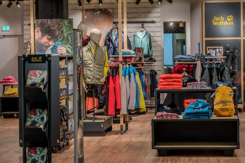 Jack Wolfskin Shop +++ Aufgenommen im Terminal 1, Shopping Boulevard, für die Fraport AG, HVM-RC6 Handels- und Vermietungsmanagement Centermanagement, von Christian Christes, in Frankfurt am Main, Flughafen