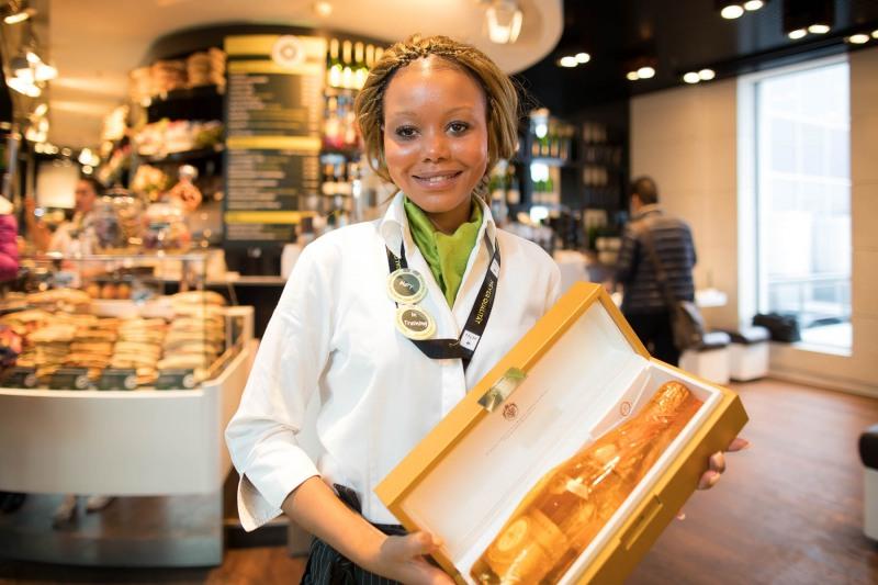 Shop&Win: Super Champagne  +++ Aufgenommen am 01.11.2016, von Christian Christes für die Fraport AG, im Terminal 1, Shopping Boulevard, Frankfurt am Main, Flughafen