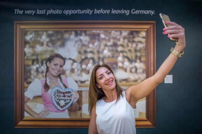 Selfiewand +++ Aufgenommen im Fraport, Terminal 1, B Non-Schengen, von Christian Christes in Frankfurt am Main, Flughafen