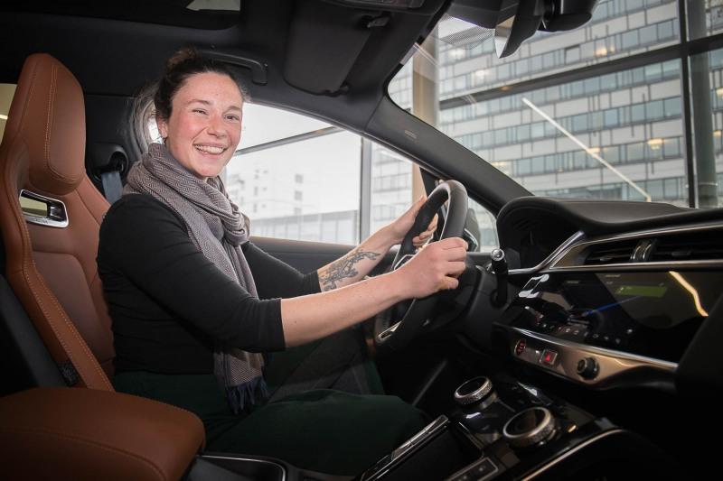 Maren von Fleischbein hat einen Jaguar I-Pace gewonnen // Aufgenommen von Christian Christes am 04.04.2019 im Autohaus Glinicke // Hanauer Landstraße 295, 60314 Frankfurt am Main